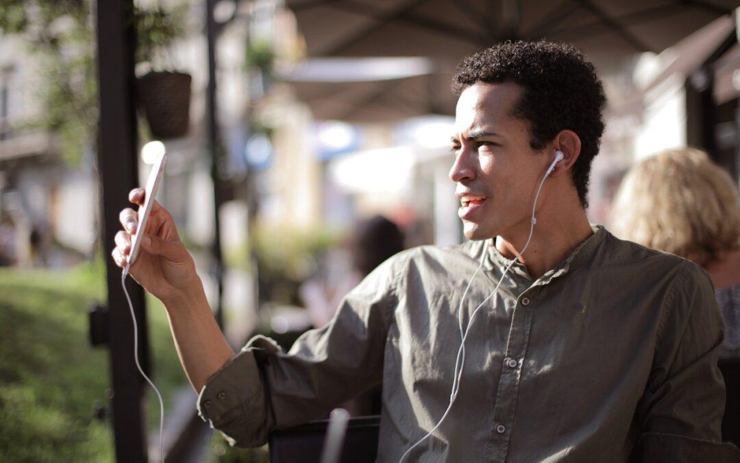 alumno hablar por teléfono en inglés